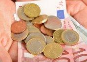 garść pieniędzy na dłoni
